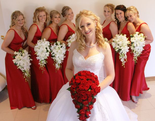 red buket wedding